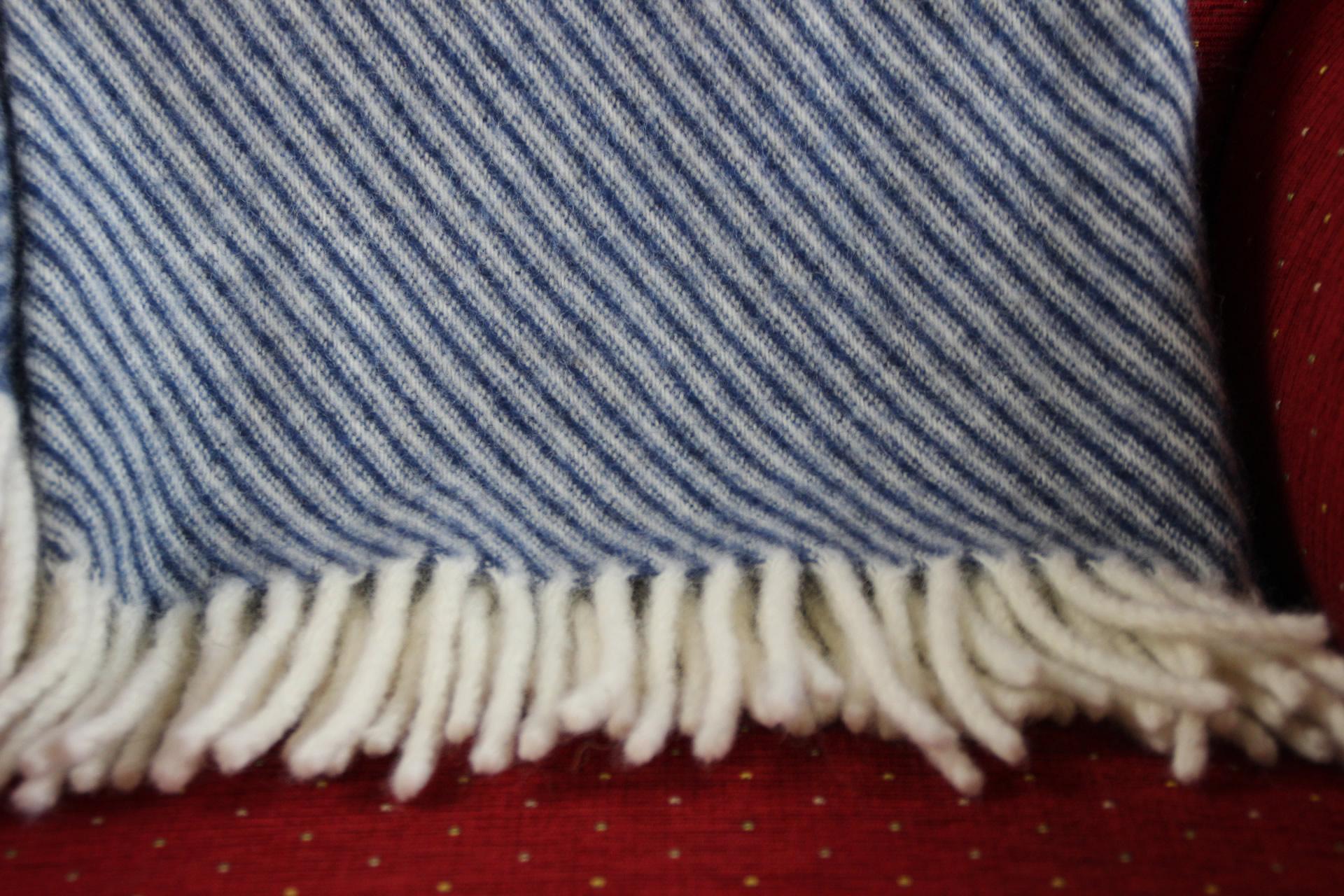 Wolldecke blauweiß gestreift